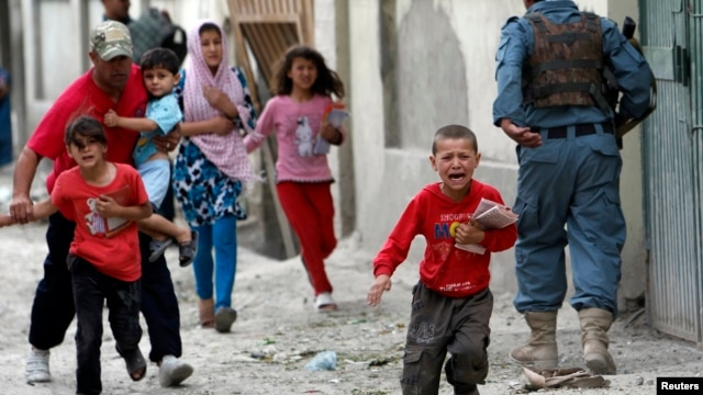 Children run from explosions in busy part of Kabul, May 24, 2013.