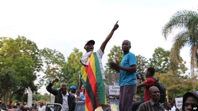 En images : Robert Mugabe démissionne