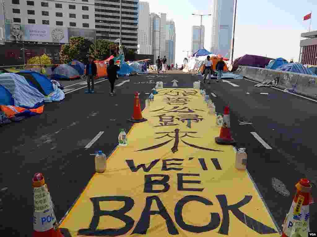 "A giant slogan on a flyover in Admiralty, central district of Hong Kong, says ""We'll be back,"" Dec. 9, 2014. (Iris Tong/VOA)"