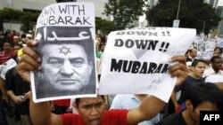 Biểu tình bên ngoài Đại sứ quán Mỹ tại Kuala Lumpur, Malaysia đòi Tổng thống Ai Cập Hosni Mubarak từ chức, ngày 4/2/2011