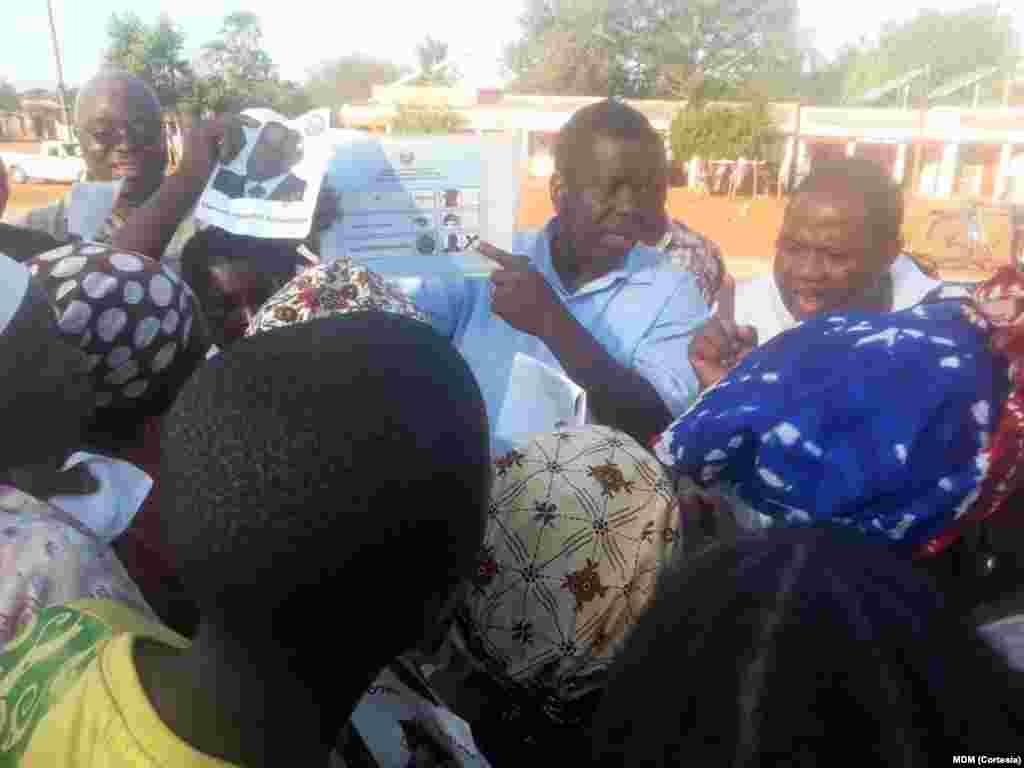 Daviz Simango em Machanissa, província de Inhambane