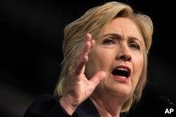 ທ່ານນາງ Hillary Clinton ຜູ້ສະໝັກສັງກັດພັກ Democratic ເພື່ອໃຫ້ເປັນຕົວແທນຂອງພັກໃນການແຂ່ງຂັນເປັນປະທານາທິບໍດີ ກ່າວໃນໂບດ African Methodist Episcopal ທີ່ Philadelphia, 8 ກໍລະກົດ, 2016.