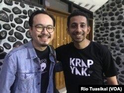 Youtuber Habib Husein Ja'far bersama Youtuber Martin Anugrah dari Cameo Project usai bicara dalam Festival Jabar Welas Asih di Bandung, Kamis (19/12/2019) sore.