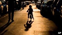 Pemerintah Indonesia menyatakan berencana memberlakukan hukuman kebiri bagi pelaku kejahatan seksual terhadap anak. (Foto: Ilustrasi)