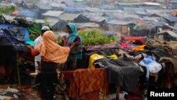 Người Rohingya tới trại tị nạn ở Cox's Bazar, Bangladesh, ngày 18/9/2017.
