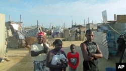 Refugiados das cheias do Namibe