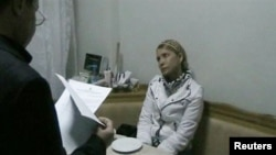 Юлія Тимошенко слухає нові звинувачення, які їй висувають у справі Щербаня, 18 січня 2013 року