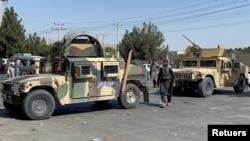 با نزدیک شدن ضرب الاجل ۳۱ آگست روند تخلیه قوای امریکایی و متحدین آن٬ گروه طالبان پوسته های تلاشی را در جاده های منتهی به میدان هوایی کابل را بیشتر کرده اند