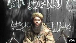 Abdelmalek Droukdal dans une vidéo d'archives du 8 mai 2007 diffusée par la chaîne d'information arabe Al-Jazeera après une attaque en Algérie. (IntelCenter / AFP)