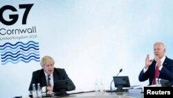 G-7 ထိပ္သီးအစည္းအေဝး တက္ေရာက္ေနတဲ့ အေမရိကန္သမၼတ Joe Biden (ယာ) နဲ႔ ၿဗိတိန္ဝန္ႀကီးခ်ဳပ္ Boris Johnson. (ဇြန္ ၁၂၊ ၂၀၂၁)