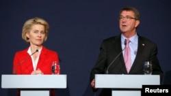 美國國防部長卡特(右)和德國國防部長萊恩(左)。