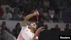 Jonatan Christie saat beraksi dalam laga bulu tangkis nomor final tunggal putra melawan Chou Tienchen dari China Taipei, di Asian Games di Jakarta, 28 Agustus 2018. Jojo mengandaskan Tienchen dan merebut medali emas dalam laga tiga set.