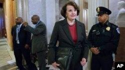 La senadora Dianne Feinstein dijo que lamentaban que su mejor esfuerzo por aprobar la prohibición de armas de asalto no haya sido suficiente.