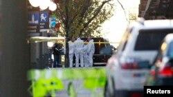 Nhân viên điều tra có đứng bên ngoài trụ sở Quốc hội ở Ottawa sau khi xảy ra vụ nổ súng 22/10/14