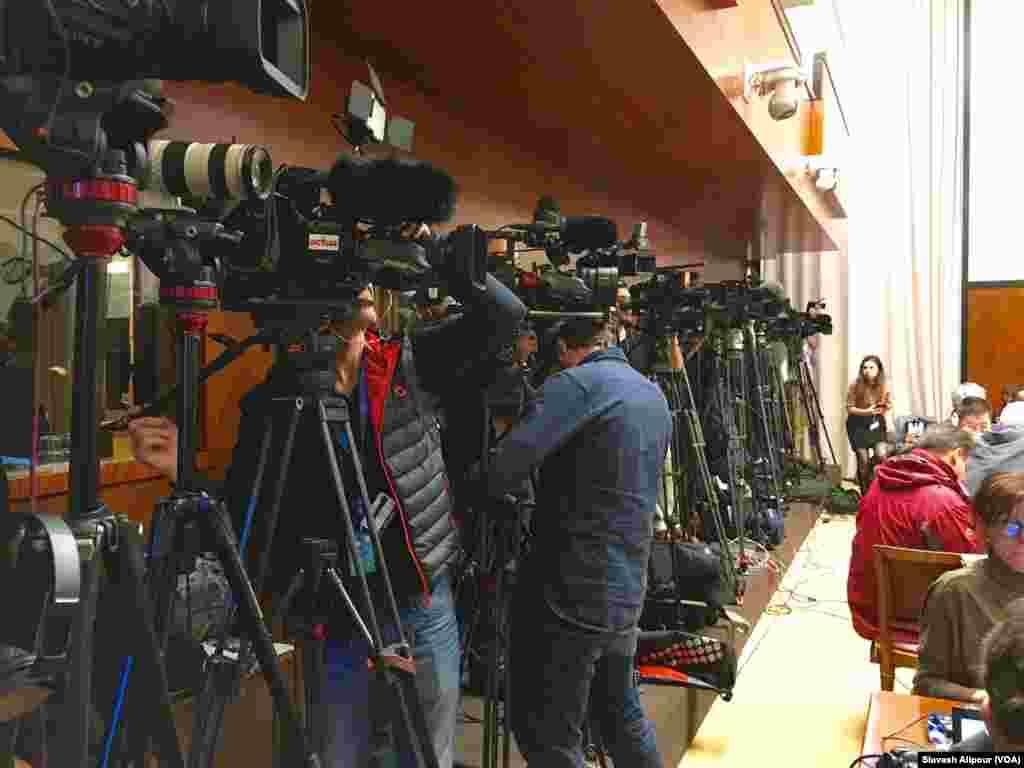 خبرنگاران از سر تا سر جهان اماده پوشش دادن كنفرانس خبري استفان دميستورا نماينده سازمان ملل متحد در امور سوريه هستند.
