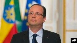 19일 파리의 엘리제 궁에서 프랑수아 올랑드 프랑스 대통령이 연설중이다. 올랑드 대통령은 일가족 석방 과정에서 몸값을 지급하지 않았다고 강조했다.