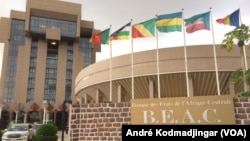 Siège de la BEAC au Tchad, N'Djamena, 25 juillet 2019. (VOA/André Kodmadjingar)