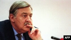 FILE - Pik Botha, former South African foreign minister, listens to questions from members of the Truth and Reconciliation Commission in Johannesburg, Oct. 14, 1997. The apartheid-era South African foreign minister has died at the age of 86 in Pretoria, Oct. 12, 2018.