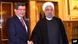 دیدار احمد داوود اغلو نخست وزیر ترکیه (چپ) با حسن روحانی رئیس جمهوری ایران - اسفند ۱۳۹۳ تهران