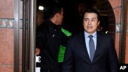 """En esta foto de archivo del 16 de marzo de 2017, Juan Antonio """"Tony"""" Hernández, hermano del presidente hondureñoo Juan Orlando Hernández, llega a una conferencia de prensa en Tegucigalpa, Honduras. (AP Foto/Fernando Antonio)"""