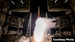 """美国空军2017年3月18日将一颗通讯卫星发射升空"""" (ULA 照片)"""