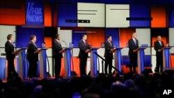 Debat kandidat Capres partai Republik di Des Moines, Iowa 28/1 lalu (foto: dok). Kini tinggal 9 kandidat di pihak Republik yang bersaing memperebutkan nominasi Capres.