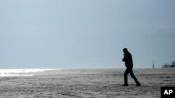 Amerikanci se osećaju depresivno i usamljeno (Foto: AP/Matt Rourke)
