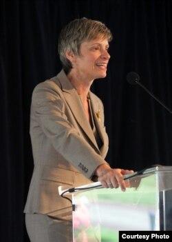 南加州大学法学院教授伊丽莎白•加勒特