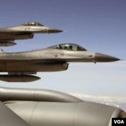 Indonesia menginginkan bahwa hibah pesawat F-16 dari AS dilengkapi dengan persenjataan, dan harus ada unsur transfer teknologi ke industri di Indonesia.