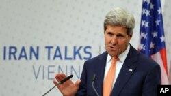 ABD Dışişleri Bakanı John kerry Viyana'da açıklama yaparken