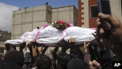 시리아 수도 다마스쿠스에서 정부군의 발포로 숨진 반정부 시위자들의 장례식이 열리고 있다.