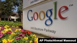 Image d'archives. Vue extérieure de Google Inc. à Mountain View, en Californie., jeudi 18 Mars, 2004.