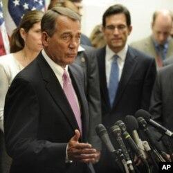 ປະທານສະພາຕໍ່າ ຈອນ ເບເນີ(John Boehner) ຈາກພັກຣີພັບບລິກັນ ແລະຫົວໜ້າພັກຣີພັບບລິກັນ ໃນສະພາຕໍ່າ ເອຣິກ ແຄນເຕີ(Eric Cantor).