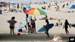 Plazhe të mbushura me banorë më 30 prill