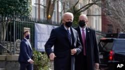 El presidente Joe Biden al salir de misa el domingo en una iglesia en Washington D.C., el 24 de enero de 2021.
