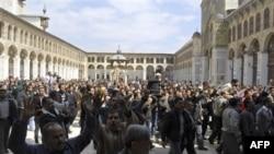 Demonstranti u Damasku, prestonici Sirije