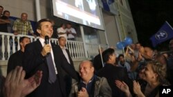 1일 지지자들의 축하 속에서 연설하고 있는 야권 연합 '그루지야의 꿈'의 지도자 빈지나 이바니슈빌리.
