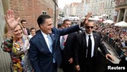 Al visitar Polonia, Romney busca apelar a los votantes católicos de Estados Unidos, entre quienes el apoyo a Obama ha decaído.