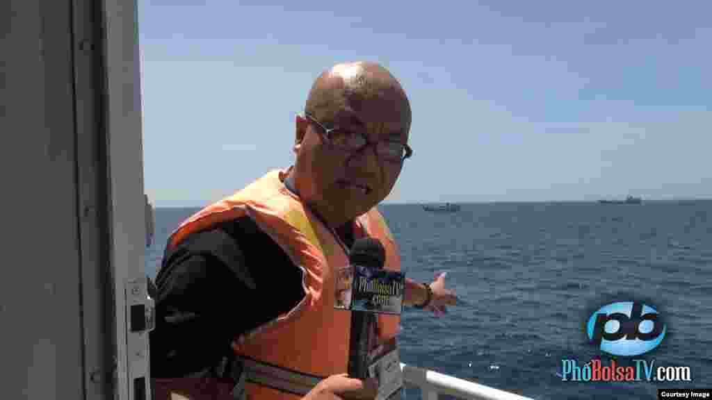 Journalist Vu Hoang Lan of Pho Bolsa TV reported from Vietnamese ships near the disputed Chinese oil rig in the South China Sea, May 18, 2014. (PhoBolsaTV.com)