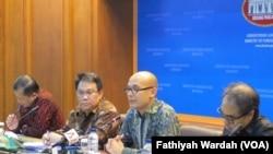 Juru bicara Kementerian Luar Negeri RI, Armanatha Nasir saaat pers conference di kantornya di Jakarta, April 7, 2017.