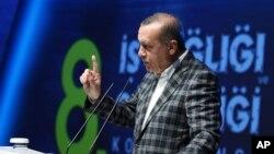 Rais wa Uturuki, Recep Tayyip Erdogan akizungumza katika mkutano wa usalama, Istanbul, Uturuki, Mei 8, 2016.