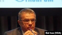 天然气工业公司副总裁亚历山大-梅德韦杰夫。(美国之音白桦拍摄)