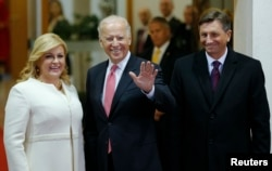 Croatian President Kolinda Grabar-Kitarovic, U.S. Vice-President Joe Biden and Slovenian President Borut Pahor (L-R) pose for a picture before Brdo-Brijuni Process Leaders' Meeting at Presidental office in Zagreb, Croatia, Nov. 25, 2015.