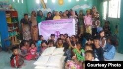 Bantuan untuk kelompok perempuan pelaku usaha mikro di Desa Darek Kabupaten Lombok Tengah (foto: courtesy).