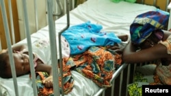 Une enfant victime du paludisme au Ghana