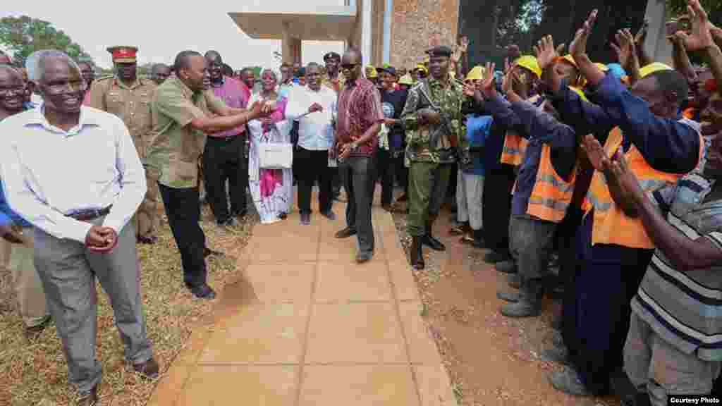Rais Kenyatta akiwashukuru wakazi wa mradi wa bandari ya Lamu