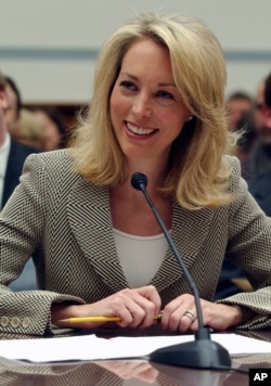 Former CIA operative Valerie Plame testifies before Congress in 2007.