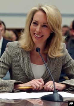 Former CIA operative Valerie Plame testifies before Congress in 2007.