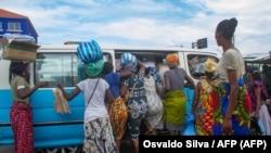 Praça de taxi em Luanda