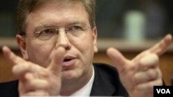 Avropa İttifaqının komissarı Stefan Fule